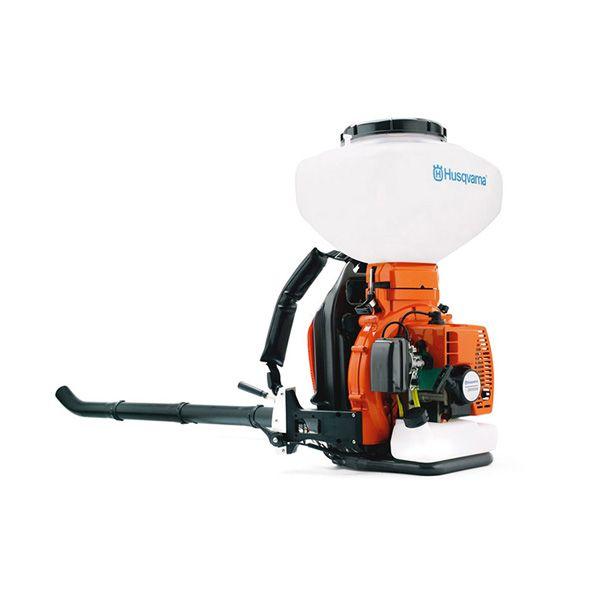 Motopulverizador, color naranjo, máquina de uso agrícola que sirve para aplicar diversas sustancias al terreno y a los cultivos con el fin de protegerlos contra al ataque de plagas y enfermedades